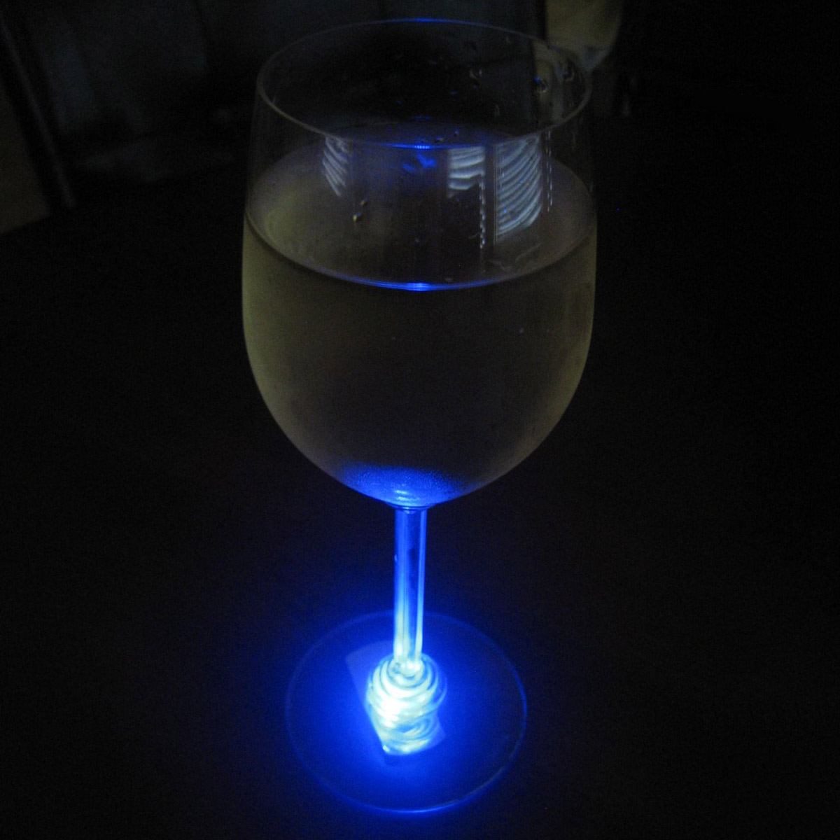 Interesting_Wine_Glass_2
